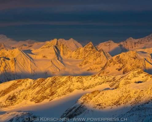Hohe Tauern, Blick von der Adlersruhe am Grossglockner nach Westen über die Hohen Tauern zu den Stubaier Alpen, ganz rechts im Bild Westliche Simonyspitze und Dreiherrenspitze